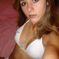 Webcam sexe à Colombes avec fille aux petits seins